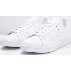 Adidas Originals STAN SMITH Tenisówki i Trampki white. Białe tenisówki męskie adidas Originals, z materiału. Za 389,00 zł.