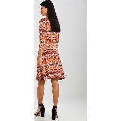 Ilse Jacobsen SOUL Sukienka z dżerseju rust. Brązowe sukienki z falbanami marki Alma en Pena, z materiału, na obcasie. W wyprzedaży za 539,00 zł.