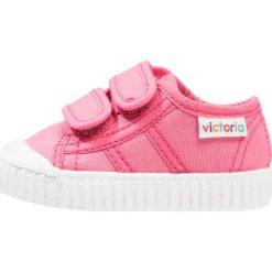 Victoria Shoes BASKET LONA DOS VELCROS Tenisówki i Trampki frambuesa. Czerwone trampki dziewczęce Victoria Shoes, z materiału. Za 159,00 zł.