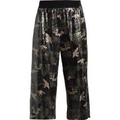 Liu Jo Jeans LUNGO DUET Szorty camouflage. Zielone jeansy damskie Liu Jo Jeans. W wyprzedaży za 399,50 zł.