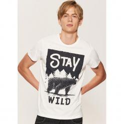 T-shirt z napisem Stay wild - Kremowy. Czarne t-shirty męskie marki House, l, z nadrukiem. Za 29,99 zł.