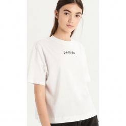 T-shirt z napisem Petarda - Biały. Białe t-shirty damskie Sinsay, l, z napisami. Za 24,99 zł.