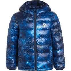 Benetton Kurtka zimowa blue. Niebieskie kurtki chłopięce zimowe marki Benetton, z materiału. W wyprzedaży za 167,20 zł.