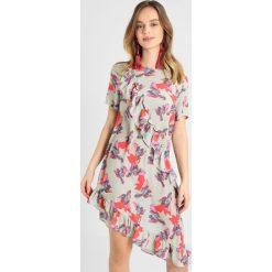 Sukienki hiszpanki: Lost Ink Petite FRILL SHIFT DRESS Sukienka letnia multicoloured