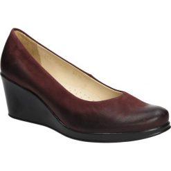 Półbuty bordowe z nubuku na koturnie Casu 3147. Czerwone buty ślubne damskie marki Casu, z nubiku, na koturnie. Za 119,99 zł.