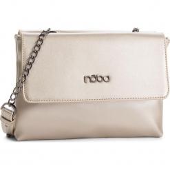 Torebka NOBO - NBAG-F1450-C000 Złoty. Żółte torebki klasyczne damskie Nobo, ze skóry ekologicznej, zdobione. W wyprzedaży za 139,00 zł.