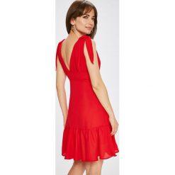 Vila - Sukienka Antonella. Czerwone sukienki mini marki Vila, na co dzień, l, z poliesteru, casualowe, proste. W wyprzedaży za 139,90 zł.