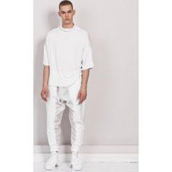 T-shirt Oversize White. Białe t-shirty męskie Pakamera, m, z wiskozy, z golfem. Za 200,00 zł.