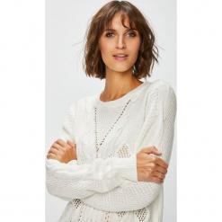 Jacqueline de Yong - Sweter. Szare swetry klasyczne damskie Jacqueline de Yong, l, z bawełny, z okrągłym kołnierzem. W wyprzedaży za 99,90 zł.