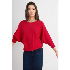 Swetry klasyczne damskie: Sweter typu nietoperz