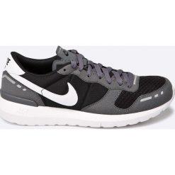 Nike Sportswear - Buty Nike Air VRTX 17. Różowe halówki męskie marki Nike Sportswear, l, z nylonu, z okrągłym kołnierzem. W wyprzedaży za 219,90 zł.