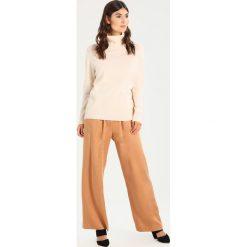 Swetry klasyczne damskie: Rosemunde Sweter soft ivory
