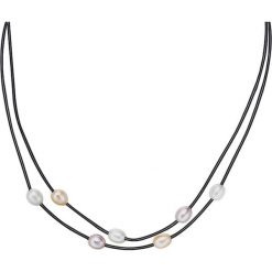 Naszyjniki damskie: Skórzany naszyjnik w kolorze czarnym z perłami – dł. 42 cm