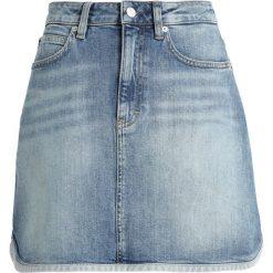 Calvin Klein Jeans MINI WESTERN Spódnica jeansowa syracuse blue. Niebieskie minispódniczki marki Calvin Klein Jeans, z bawełny. Za 399,00 zł.