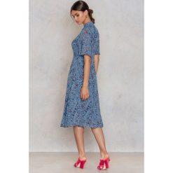 T-shirty damskie: Glamorous Sukienka T-shirt w kwiaty - Blue,Multicolor