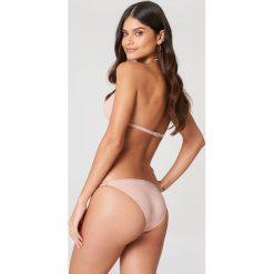 Filippa K Góra bikini Triangle - Pink. Różowe bikini Filippa K, z haftami. W wyprzedaży za 101,48 zł.