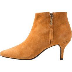 Shoe The Bear AGNETE Ankle boot oak. Pomarańczowe botki damskie skórzane marki Shoe The Bear. Za 669,00 zł.