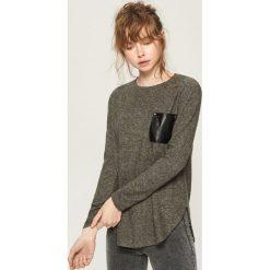 Sweter z kieszenią - Szary. Szare swetry klasyczne damskie Sinsay, m. Za 39,99 zł.