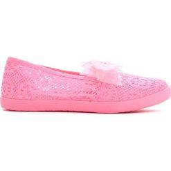 Różowe Tenisówki Beauty Fame. Czerwone buty sportowe dziewczęce marki Born2be, w koronkowe wzory, z koronki. Za 14,99 zł.