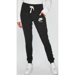 Nike Sportswear - Spodnie. Szare bryczesy damskie Nike Sportswear, m, z bawełny. Za 179,90 zł.