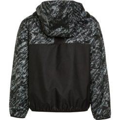 Puma RAPID WINDBREAKER Wiatrówka black. Czarne kurtki dziewczęce Puma, z materiału, outdoorowe. W wyprzedaży za 167,20 zł.
