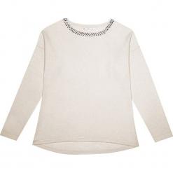 Sweter kaszmirowy w kolorze kremowym. Białe swetry klasyczne damskie marki Ateliers de la Maille, z kaszmiru, z okrągłym kołnierzem. W wyprzedaży za 500,95 zł.