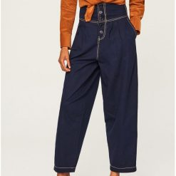 Szerokie spodnie z wysokim stanem - Granatowy. Niebieskie spodnie z wysokim stanem marki Reserved. W wyprzedaży za 69,99 zł.