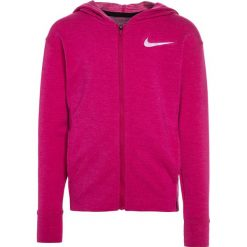 Nike Performance OBSESSED Kurtka sportowa sport fuchsia/true berry/white. Fioletowe kurtki dziewczęce sportowe marki Nike Performance, z elastanu. W wyprzedaży za 125,95 zł.