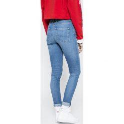 Pepe Jeans - Jeansy Regent. Szare jeansy damskie Pepe Jeans, z aplikacjami, z bawełny, z podwyższonym stanem. W wyprzedaży za 199,90 zł.