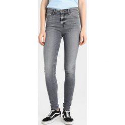 Denham NEEDLE  Jeans Skinny Fit grey denim. Szare rurki damskie Denham. W wyprzedaży za 431,40 zł.