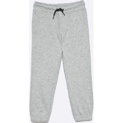 Blukids - Spodnie dziecięce (2-pack)  98-128 cm. Szare spodnie chłopięce Blukids, z bawełny. W wyprzedaży za 39,90 zł.
