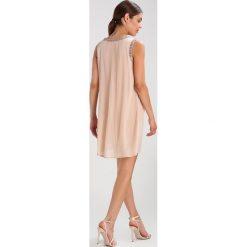 Sukienki hiszpanki: Young Couture by Barbara Schwarzer Sukienka koktajlowa powder
