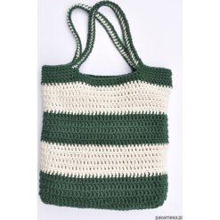 Szydełkowa torba w pasy ecru-zielone. Zielone torebki klasyczne damskie Pakamera, z bawełny. Za 129,00 zł.