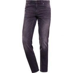 BOSS CASUAL Jeansy Slim Fit charcoal. Szare rurki męskie marki BOSS Casual, z bawełny. W wyprzedaży za 350,35 zł.