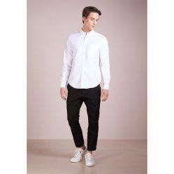 J.CREW MENS STRETCH OXFORD SLIM FIT Koszula white. Białe koszule męskie slim marki J.CREW, z bawełny. Za 349,00 zł.