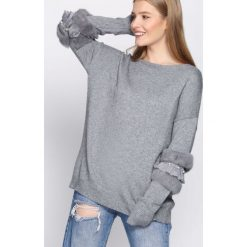 Szary Sweter Body On Me. Szare swetry oversize damskie Born2be, uniwersalny. Za 79,99 zł.