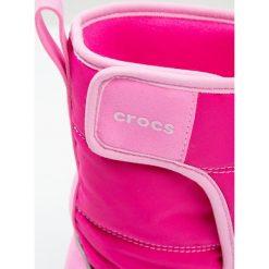 Crocs LODGEPOINT SNOW Kozaki candy pink/party pink. Różowe buty zimowe damskie marki Crocs, z materiału. W wyprzedaży za 131,40 zł.