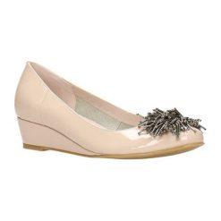 Buty ślubne damskie: Skórzane czółenka w kolorze bezowym