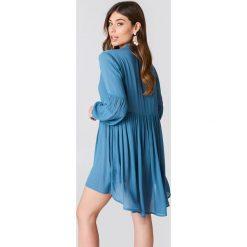 Glamorous Sukienka z obszernymi rękawami - Blue. Różowe sukienki na komunię marki Glamorous, z nadrukiem, z asymetrycznym kołnierzem, asymetryczne. Za 161,95 zł.