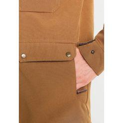 Billabong OLCA Kurtka przejściowa tobacco. Brązowe kurtki męskie przejściowe marki Billabong, m, z materiału. W wyprzedaży za 439,45 zł.