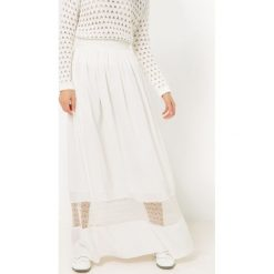 Długie spódnice: Długa, gładka, rozkloszowana spódnica