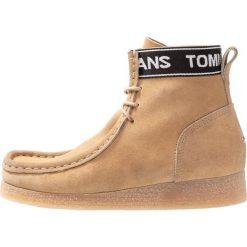 Tommy Jeans OUTSOLE WALLABY Ankle boot beige. Brązowe botki damskie skórzane Tommy Jeans. Za 599,00 zł.