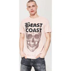 T-shirty męskie: T-shirt z motywem czaszki – Różowy