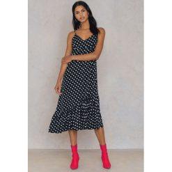 Qontrast X NA-KD Sukienka w kropki z falbanami - Multicolor. Szare sukienki na komunię marki Qontrast x NA-KD, w kropki, z poliesteru, midi. W wyprzedaży za 48,59 zł.