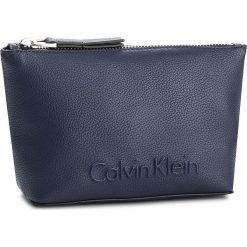 Kosmetyczka CALVIN KLEIN - Edge Cosmetic Pouch K60K603938 430. Niebieskie kosmetyczki męskie marki Calvin Klein, ze skóry ekologicznej. Za 179,00 zł.