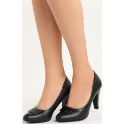Czarne Czółenka Easy Love. Czarne buty ślubne damskie marki Born2be, ze skóry, na niskim obcasie, na słupku. Za 79,99 zł.
