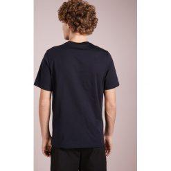PS by Paul Smith MENS REG FIT Tshirt z nadrukiem dark blue. Niebieskie koszulki polo marki Tiffosi. Za 399,00 zł.