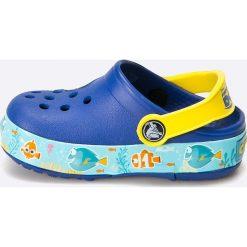 Crocs - Klapki dziecięce. Szare klapki chłopięce marki Crocs, z materiału, z okrągłym noskiem. W wyprzedaży za 159,90 zł.