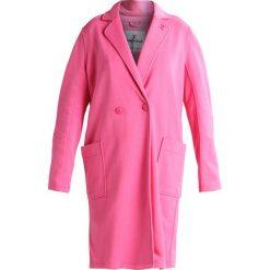 Onepiece CHALLENGE  Płaszcz wełniany /Płaszcz klasyczny pink. Czerwone płaszcze damskie wełniane marki Onepiece, m, klasyczne. W wyprzedaży za 349,30 zł.