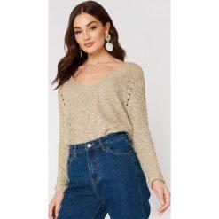 MANGO Sweter z dekoltem V - Beige. Brązowe swetry klasyczne damskie marki Mango, z dzianiny, dekolt w kształcie v. W wyprzedaży za 49,48 zł.